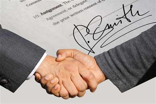 Umowa przedwstępna sprzedaży – wzór z omówieniem