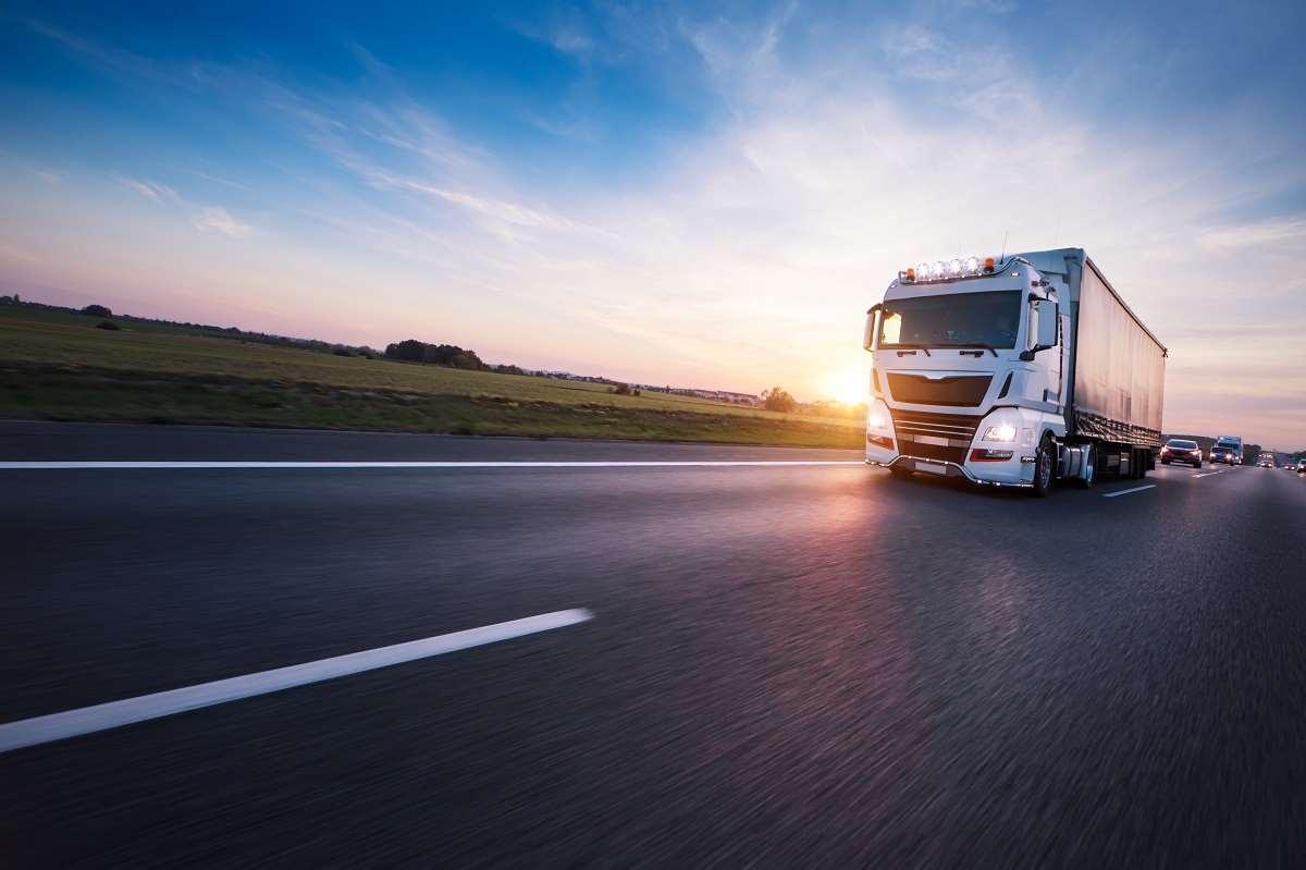 Usługi transportowe a VAT – jak obliczyć właściwą stawkę podatkową?