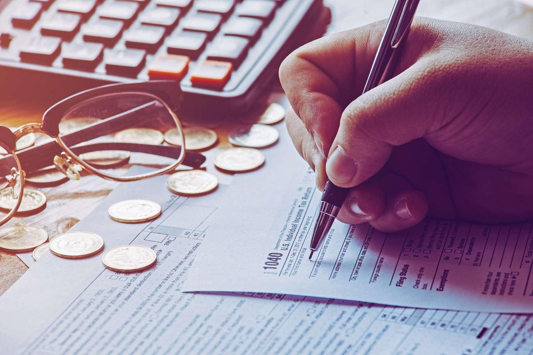 Czym jest kwota zmniejszająca podatek i jak ją obliczyć?