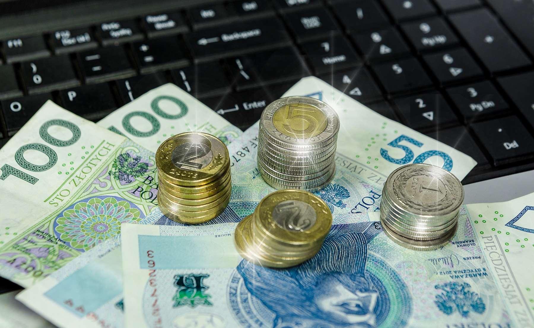 Wynagrodzenie zasadnicze a wynagrodzenie minimalne – czym się różnią?