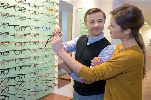Dofinansowanie do okularów przez pracodawcę – kto może się o nie ubiegać?