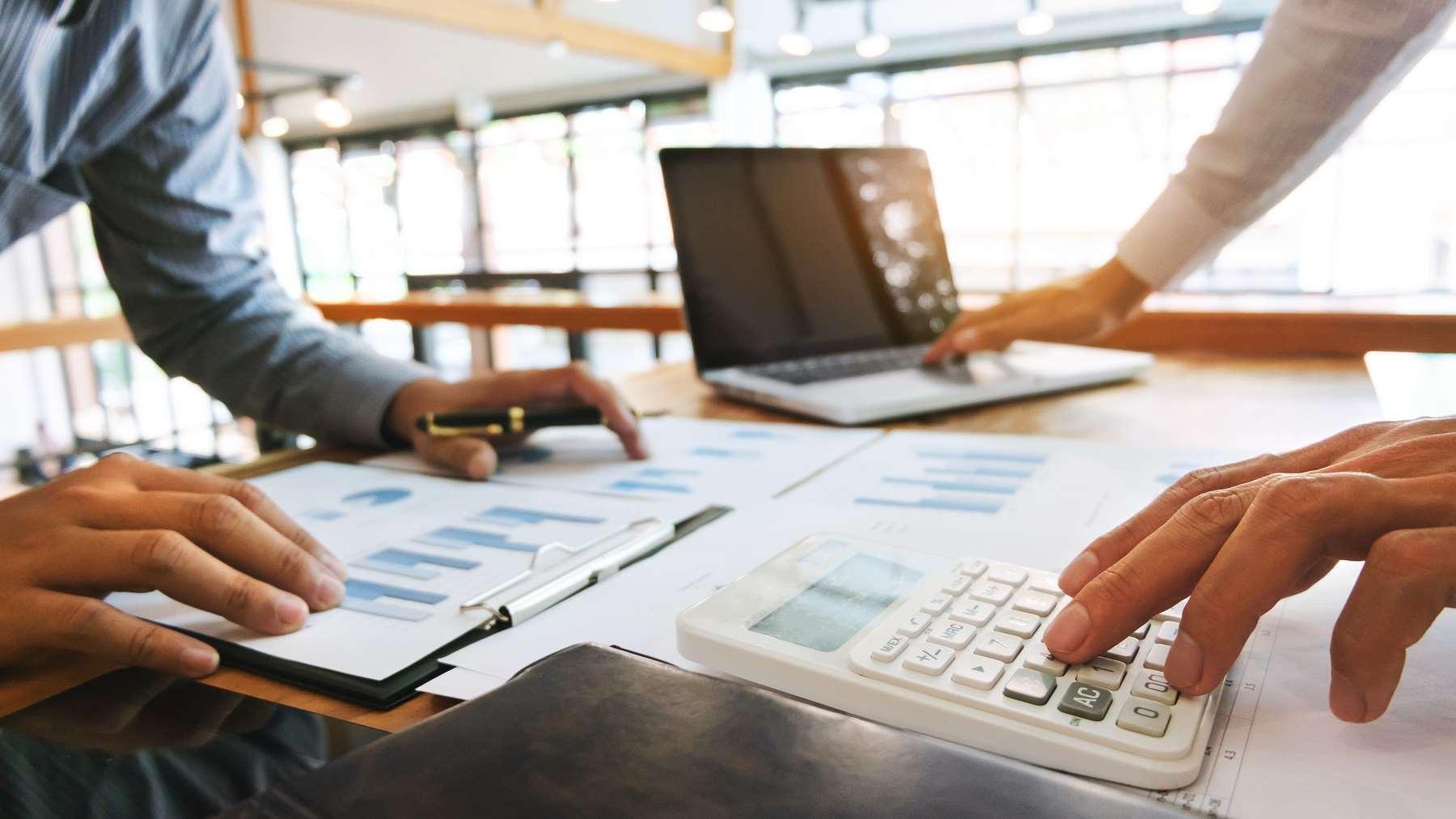 Czym jest faktura pro forma, kiedy ją stosujemy i kiedy należy wystawić fakturę VAT?