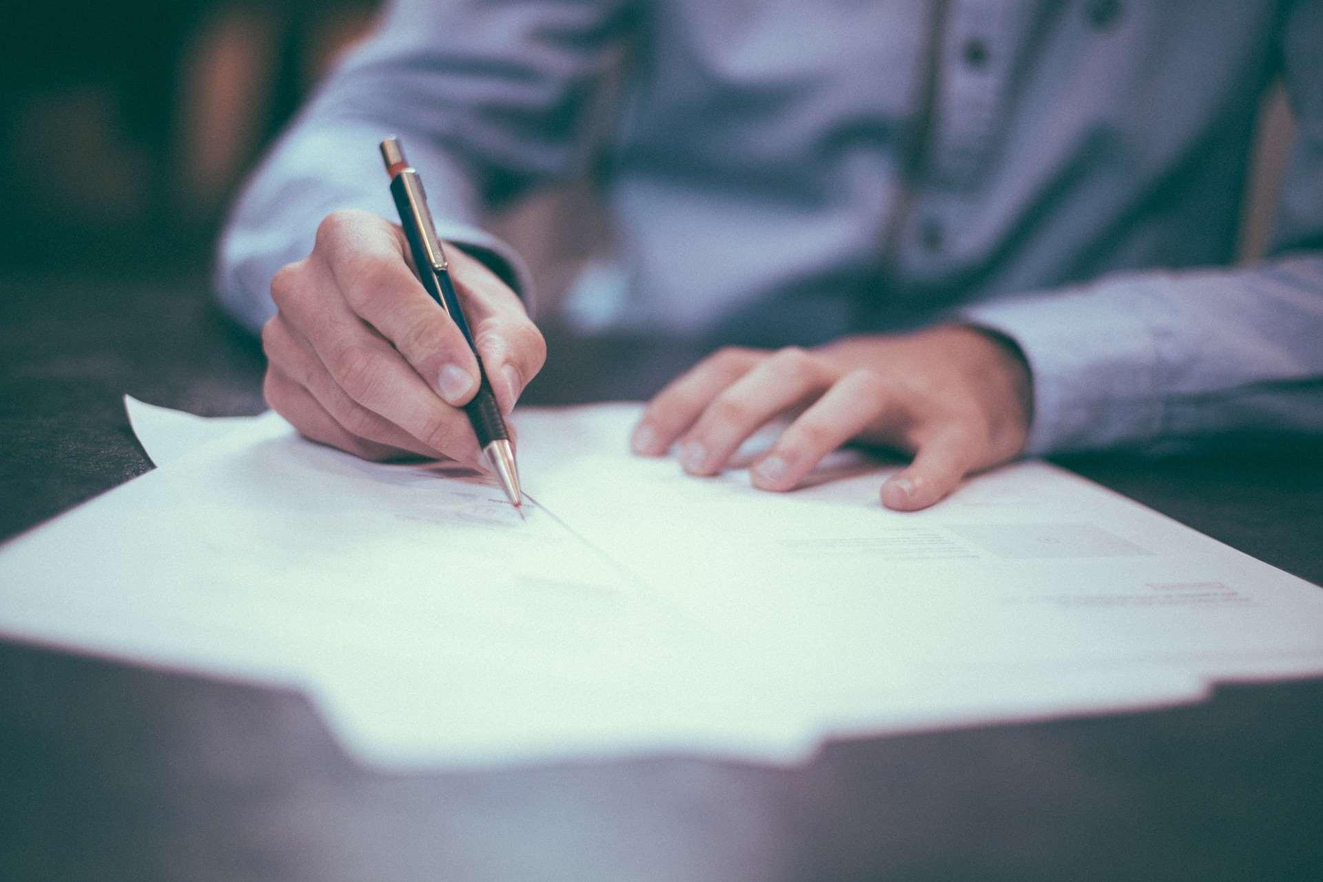 Aneks do umowy – wzór z omówieniem