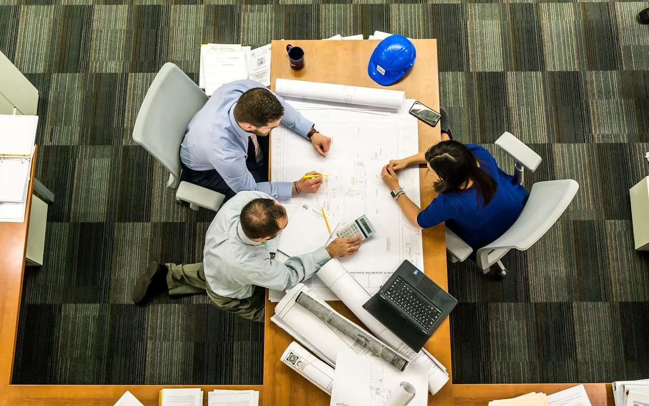 Spółka partnerska – czym się charakteryzuje i kto może ją założyć?