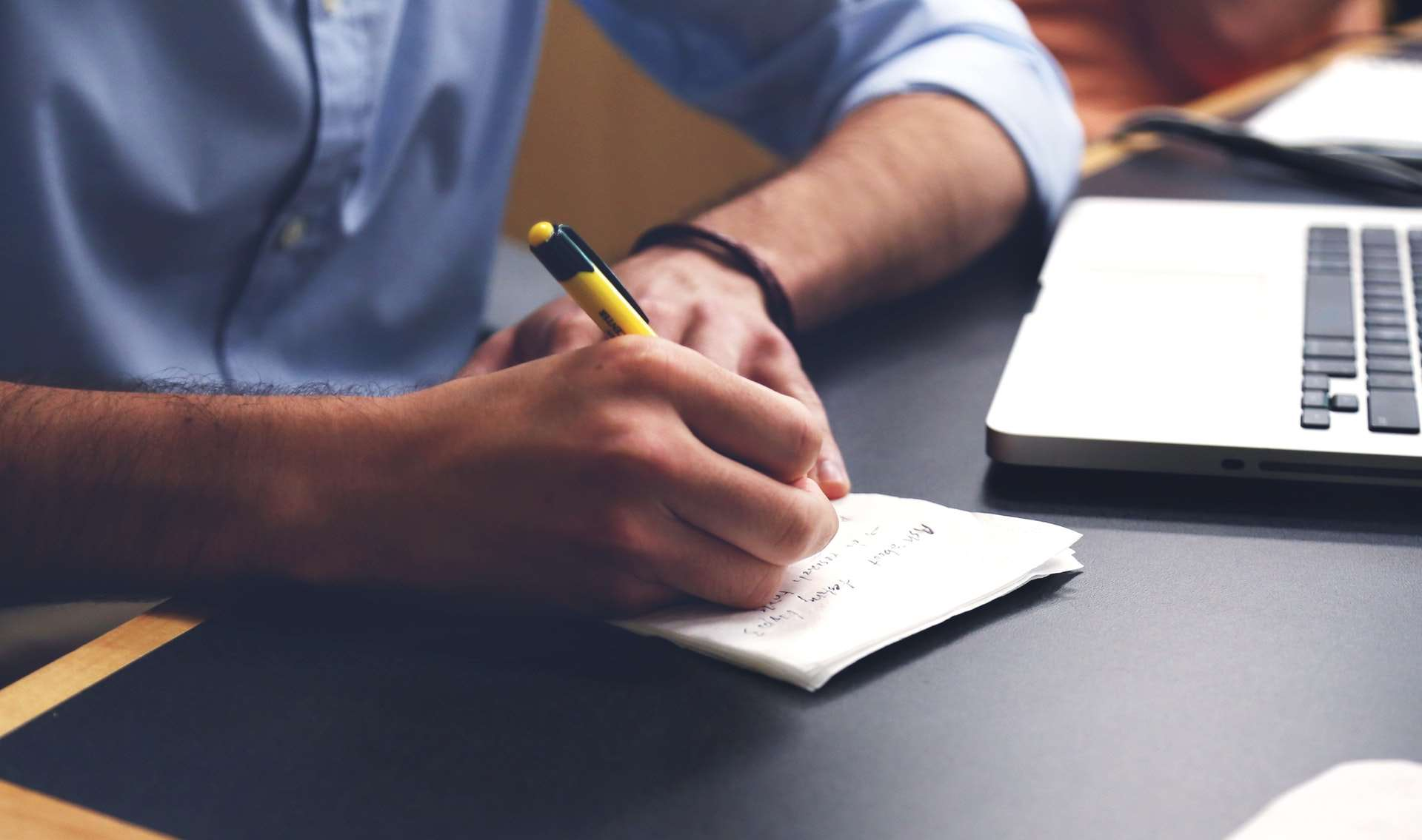 Here are four top tips for effective note-taking practice in the workplace to help you make the most of your time and memory.