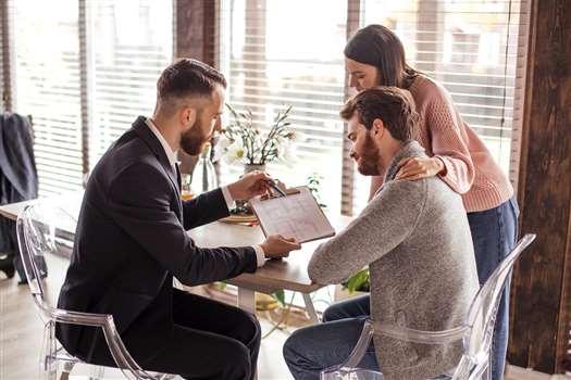 Osoba współpracująca – kim jest? Jak rozliczać ZUS?