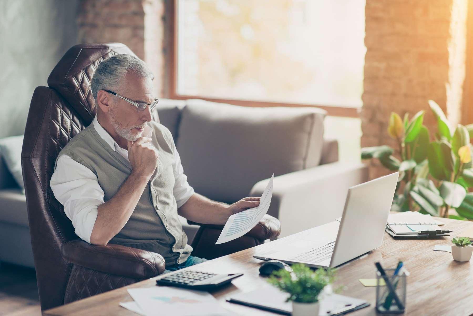Ochrona przedemerytalna pracowników – komu przysługuje okres ochrony przed emeryturą?
